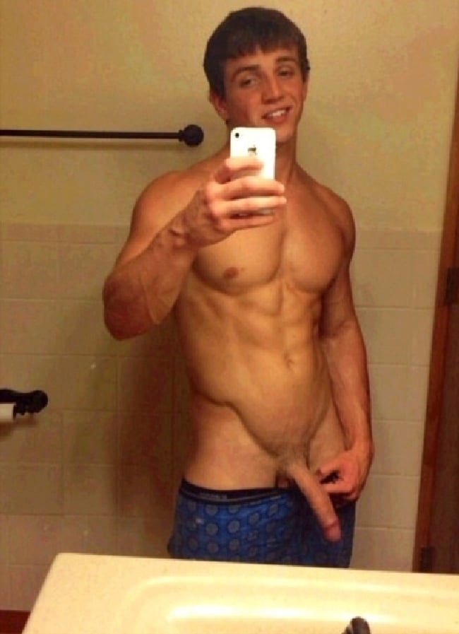 Cute Muscle Boy With A Delicious Penis - Nude Twink Boy